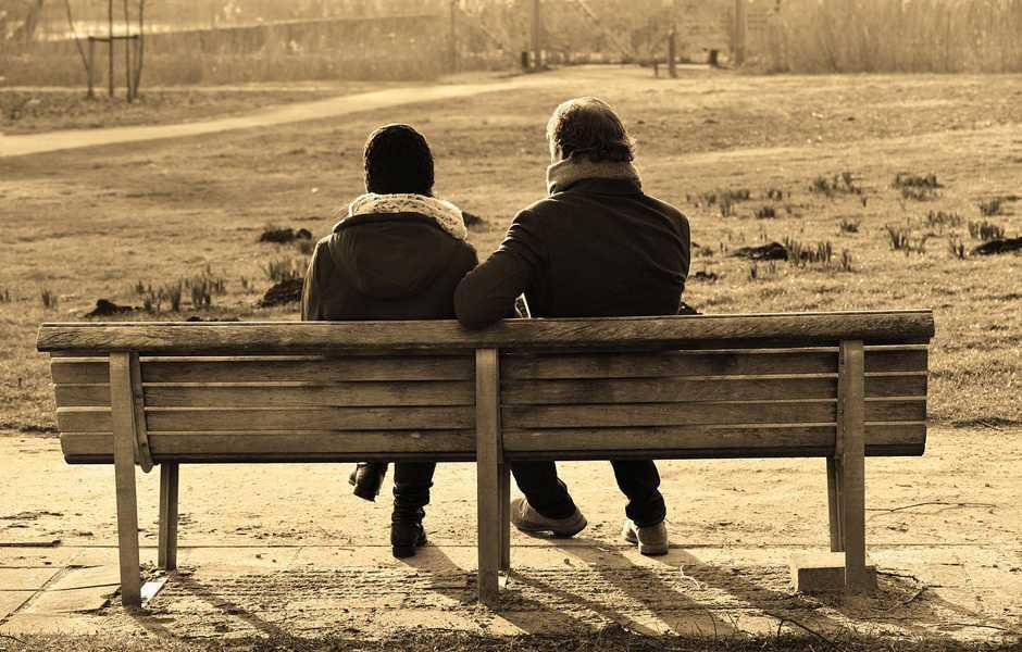 Parla con qualcuno